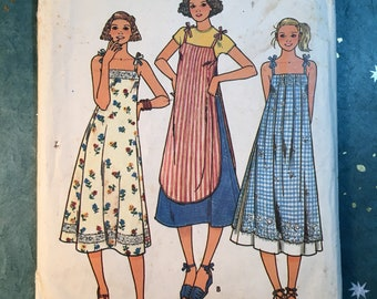 Butterick 6138 COMPLETE vintage sewing pattern for Misses' Dress Size 8 1970s
