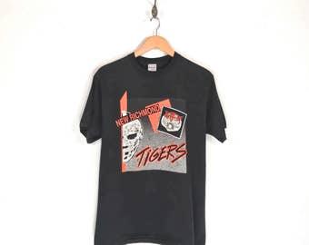 90s Tiger Goalie Mask Hockey T-Shirt. Vintage New Richmond Tigers Hockey Swingster Brand Tee.