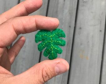Monstera leaf pin
