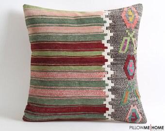 Vintage anatolian kilim pillow cover // 20x20 bohemian kilim pillow (scratchy kilim)