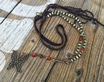 Böhmische Bronze Schmetterling Halskette, handgegossen Schmetterling, Jaspis, Karneol, butterweiche Leder geflochtene Halskette