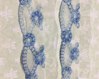 2 yard  VINTAGE White Lace with BLUE EMBROIDERY