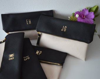 Set of 5 Monogrammed Clutches in Black and Cream / Bridesmaids Gift / Personalized Clutch Bags / Wedding Accessories