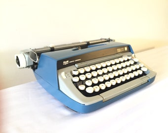 1977 Smith Corona, Galaxie Twelve/ clean, smoothly operational/ original documention packet/ protective carry case