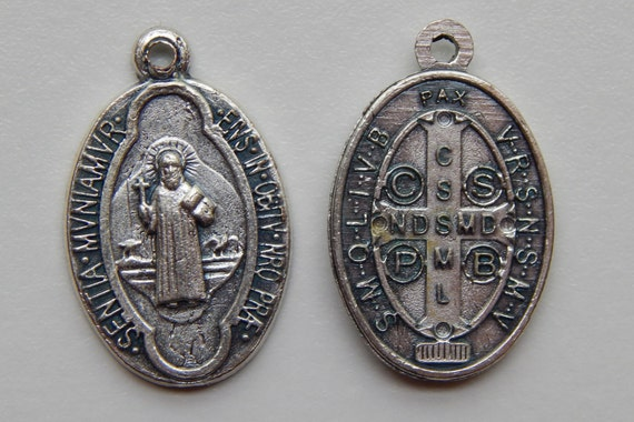 5 Patron Saint Medal Findings, St. Benedict, Latin, Die Cast Silverplate, Silver Color, Oxidized Metal, Made in Italy, Charm, Drop