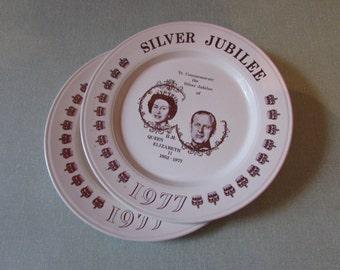 Pair of 1977 special edition commemorative Silver Jubilee plates, Queen Elizabeth II