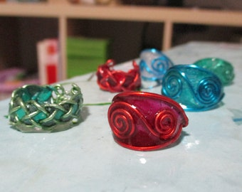 Vivid color rings, crystal resin, aluminum wire, with spirals and geometric design