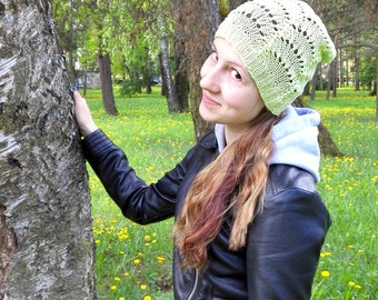 Green slouchybeaniet for women, knitted cotton slouchy hat