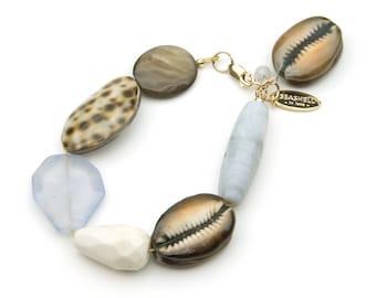 Purist gemstone bracelet with mussels