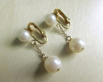Vintage Newhouse Faux Pearl Dangle earrings gold tone ... Viv could've danced all night. Moddities