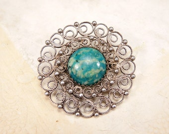 Vintage small round filigree Melchior brooch with natural stone