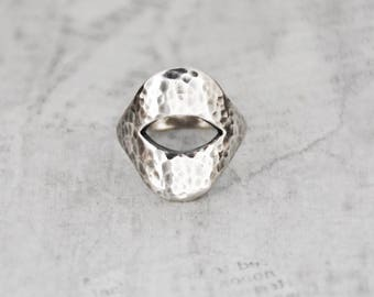 Vintage Hammered Silver Ring - Mexican 925 sterling modern minimalist oval cutout ring - Size 8 - Taxco Mexico eagle 3 hallmark