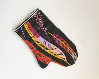 Navy feathers oven mitt