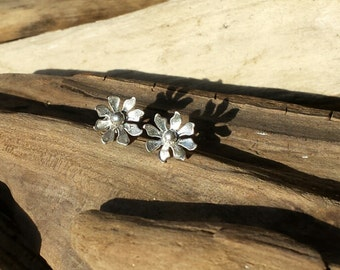 Flower Stud Earrings, daisy earrings, sterling silver studs, silver earrings, floral earrings, flower earrings, daisy jewellery