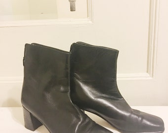 Stuart Weitzman Black Leather Ankle Boots sz.5.5
