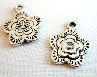 Lot 5 flower charms - antiqued silver - 18x15mm