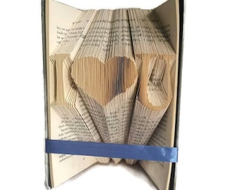 I heart U book folding pattern. DIY Valentine's gift. Word art. Create your own 352 page book sculpture. Free tutorial
