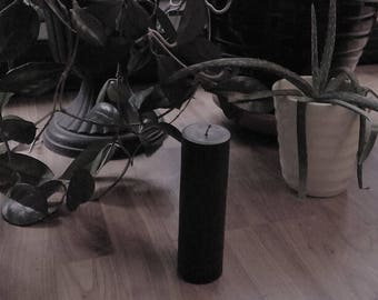 The Straight Up Pillar : Medium Black Soy Candle