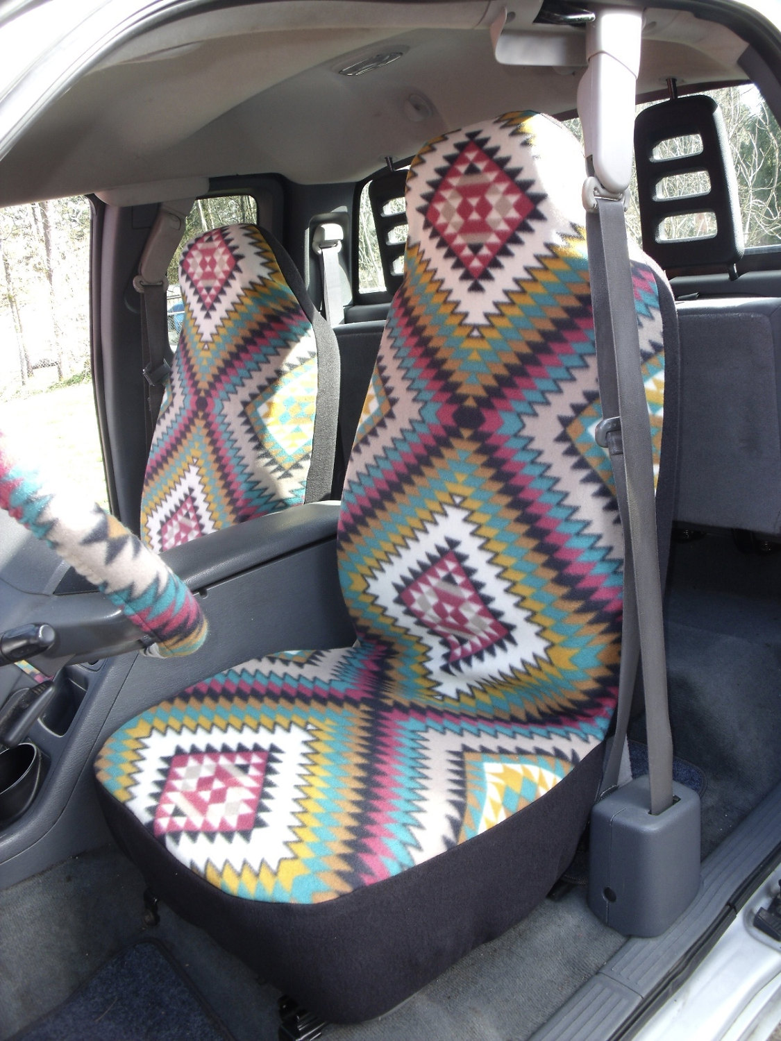 A Set Of Polar Fleece Indian Blanket Spice Print Seat Covers