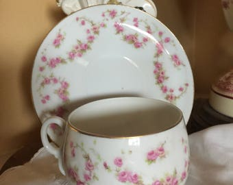 Country Shabby Chic Cottage Czechoslovakia Teacup and saucer