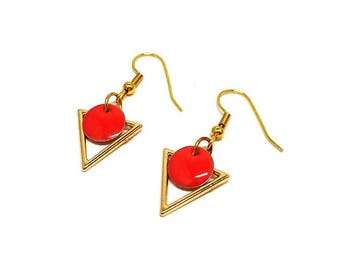 Golden earrings triangle and round dark pink sequin