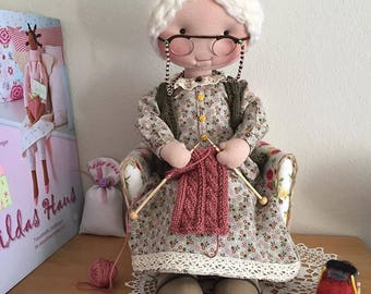 Gift for knitters, cloth doll, pretend play toy, home decoration, knitting grandma, interior doll, figurine grandma doll, gift for girls