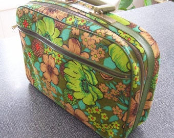 Cloth Overnight Bag, Floral Overnight Bag, Childs suitcase Carry On CLEAN Key Present Japan 60s Vintage