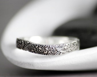 Feather Curved Band Ring - Sterling Silver Vintage-Style Contour Ring - Curved Wedding Band - Thin Curved Ring - Patterned Wedding Ring