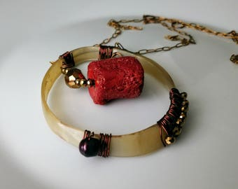 Modern gypsy handcrafted jewelry / Post apocalyptical jewelry for Alice / Red sponge and horn necklace.