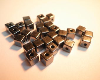 20 beads cubes in chocolate 4 mm