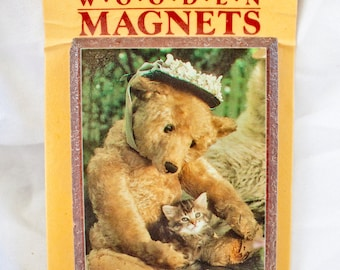 80s Bear Kitten Friend magnet - Vintage Wooden picture - Funny cat hug image