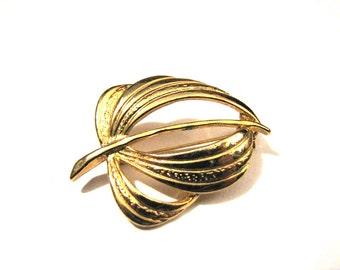 Vintage Gold Tone Leaf Pin Brooch