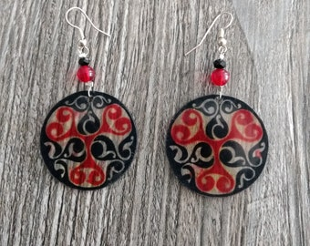 Earrings plastic nuts (red and black Celtic pattern)