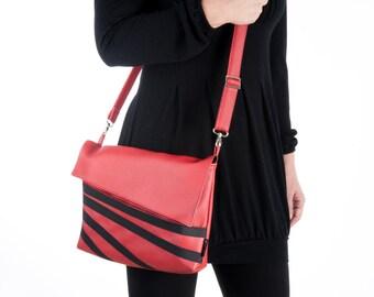 LAP TOP 13 across the shoulder Bag, RED Messenger bag, Medium size student bag, Faux leather Vegan Clutch, Cruelty Free - Liri