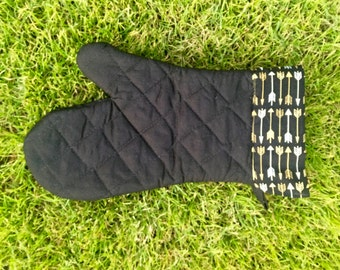 Black and gold oven mitt