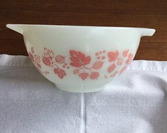Pyrex Pink Gooseberry Cinderella Mixing Bowl 1 1/2 pint 441