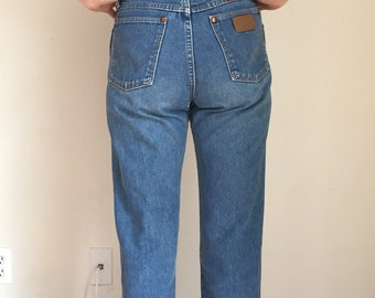 High waisted, light wash, vintage jeans, wranglers, 27 X 32