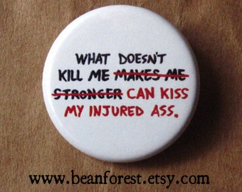 "what doesn't kill me can kiss my injured ass - 1.25"" pinback button badge - refrigerator fridge magnet - funny joke butt booty recovery gift"
