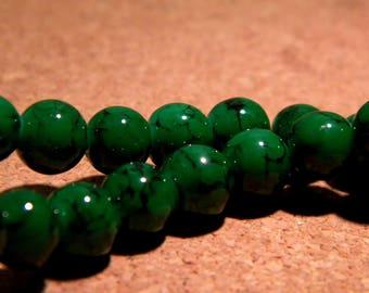 50 speckled - mottled glass beads - 8 mm grass green or black-PF107