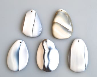 Gray Agate with Withe Color Pendant Free Form Oval Shape Size Approx. 58x40x7-10mm