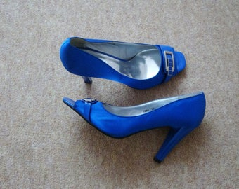 Nimeite  Electric Blue Peep Toe shoes size 5 (38)