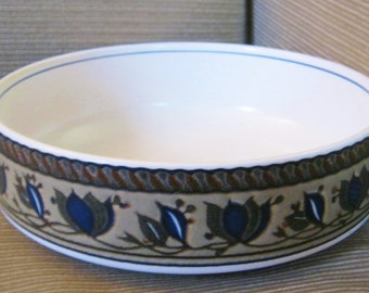 Mikasa Intaglio Arabella CAC01 Vegetable Serving Bowl 8.25 inch diameter EUC blue and tan intaglio