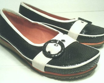 Miz Mooz Slip Ons Black Patent Snake Textured Leather White Toe Strap Buckle Orange Flats Loafers Wedge Slipons Shoes Womens Size US 6 EU 37