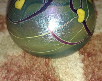 Lundberg Studio  Iridescent Art Glass Paperweight 1974 hearts ave vines Signed Steven Lundberg