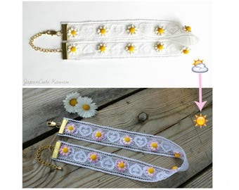 Lace choker // Magic Daisies, become pink at the sun.
