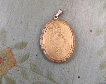 Vintage Gold Tone Oval Locket