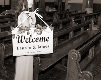 Large Welcome Sign With Floral Trim