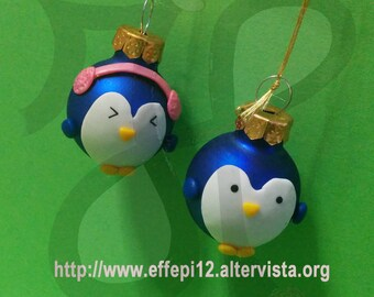 Balls to decorate the Christmas tree with penguins chilly