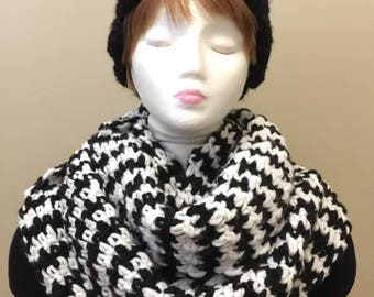 Houndstooth Super Chunky Scarf, Oversized infinity scarf, choose your color, black and white,  crochet, cowl