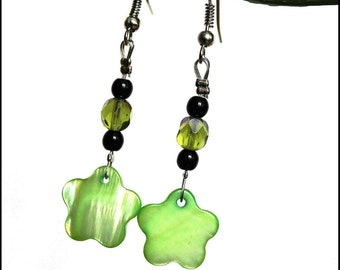 Earrings black and green flowers with Pearl